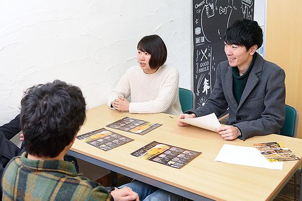 季節のイベントや新商品の 企画について社内でミーティング。