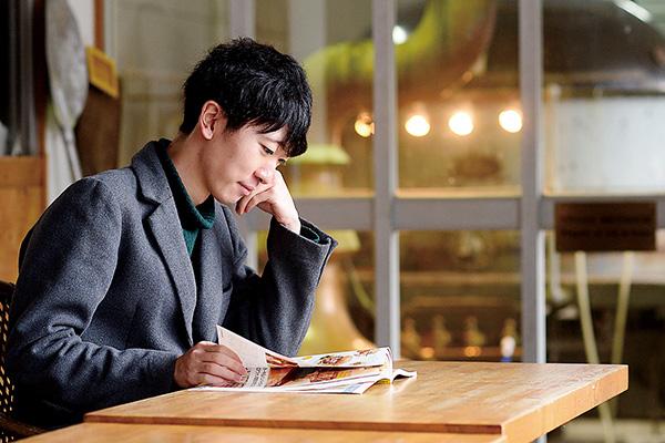 休憩時間には雑誌を読んだり、 音楽を聴いたりしてリフレッシュ。