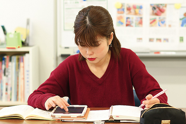 ご案内する地域についての勉強、 情報収集も大切な仕事です。
