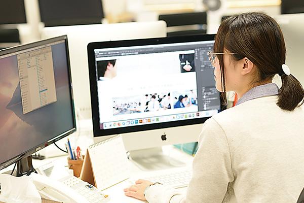 広告バナーやサイト更新用の 画像制作などを担当しています。