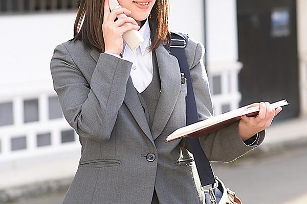 お客様からの電話にいつでも対応 できるようスケジュール帳は必携。