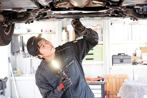 定期点検整備や車検整備で 自動車を良い状態に保ちます。