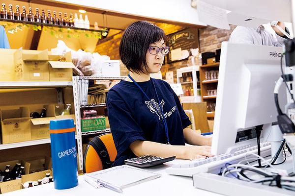 通販の受注管理や請求書の発行など を担当しています。