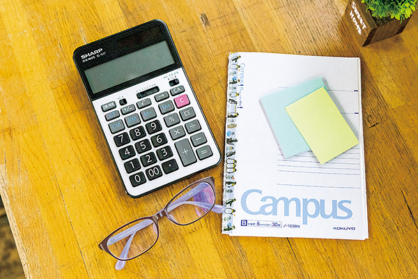 在庫管理や金額の計算など、 電卓は欠かせない相棒です。